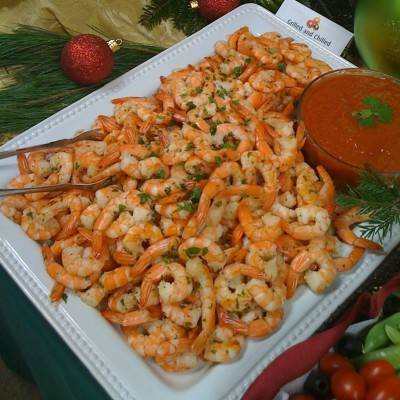 Griled shrimp platter with sauce