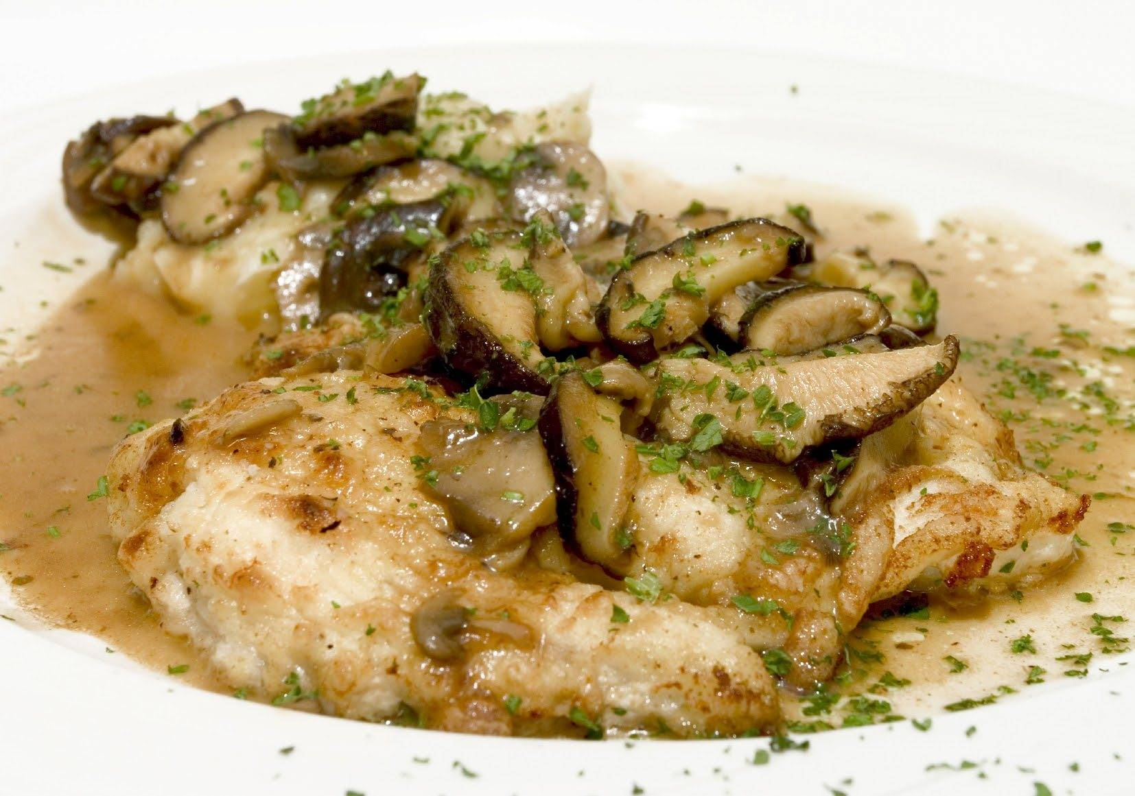 Breaded Chicken with Mushrooms Sauce